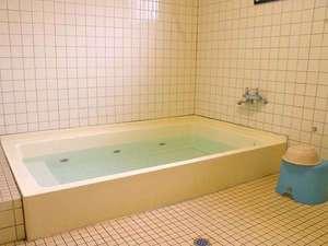 大小どちらかの浴場をご案内または、グループによる【貸切風呂】のご入浴が可能(画像:大きい浴室)