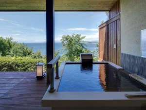 【離れ:平屋】源泉かけ流し露天風呂でプライベートな時間をお過ごしくださいませ。