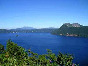夏の摩周湖です。世界有数の透明度を誇る神秘の湖です。