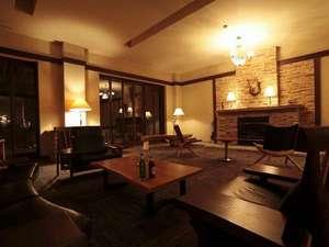 エコリビングでは無料で珈琲、紅茶が楽しめ読書をするのに最適♪夜にはキャンドルが灯ります。