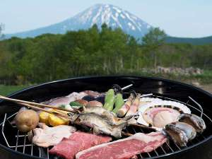 絶景BBQ!!羊蹄山を眺めながら、お肉や野菜を豪快に食べつくそう(写真は昨年イメージです)
