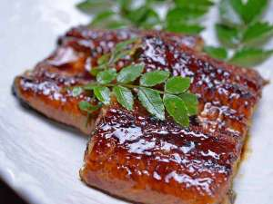 *お夕食一例(うなぎ)/秘伝のたれを使用した「うなぎの蒲焼」をお召し上がりください。