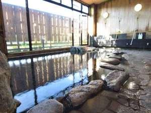 *大岩風呂「万座の湯」/湯けむりに包まれてのんびり。お仕事や観光のお疲れを癒してください。
