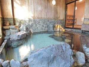 *檜岩風呂「華座の湯」/歴史ある大湯温泉。24時間入れる天然温泉です。