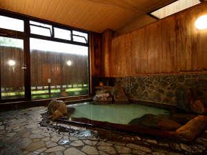 【華座の湯】加水・加温一切なしの本物の温泉をお楽しみ頂けます。