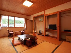 【客室】大湯川のせせらぎが癒やすトイレ付き客室