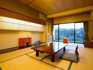 最新の設備を整えた綺麗で眺めの良い和室。バルコニー付きのお部屋からは心癒される風景が広がります。
