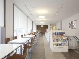ホテル1階朝食会場兼談話スペース(無線LAN完備)