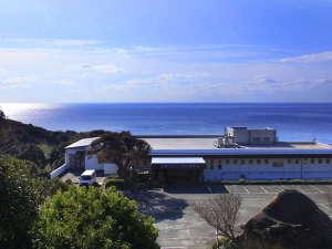 目の前にはどこまでも広がる蒼い海・・・。此処にしかない≪天然プラネタリウム≫へようこそ♪