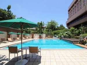 [ガーデンプール] オープンエアーのプールで心ゆくまでリラクゼーション。(季節営業:4月末~10月末)