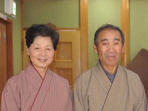 旅館 寛(Hiro)のしっかり者!女将と、いつもほがらか、場を和ませる!主人(哲男さん)です。