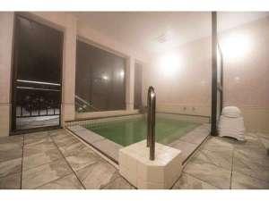 自慢の内風呂は名湯定山渓のお湯をお楽しみいただけます。特に女性にうれしい効能がございます。