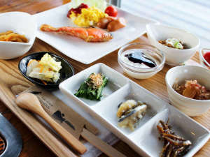 *【朝食全体例】栄養たっぷりの朝ごはんをしっかり食べて、元気にお出かけください♪