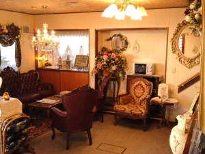 フロント・ロビーの一例です。ロビーには、飲み物の自販機・電子レンジ等、設置しております。