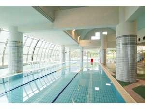 17m×3コースの温水プール(4月中旬~9月末mでの季節営業)