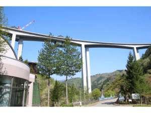 東海北陸自動車道橋脚 施設からの眺め