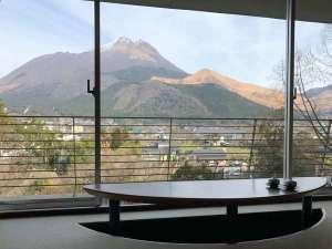 お部屋から見える由布岳を眺めながらティータイムでほっと一息♪
