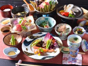 ★*お夕食一例/旬の恵みをたっぷりと味わえる、山里ならではの味わい深い季節の会席料理をご賞味下さい。