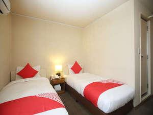 ツインルーム お部屋はとても明るく清潔感が溢れております。