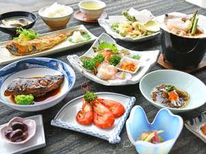 【ご夕食一例】新鮮な海の幸をお楽しみいただけます。
