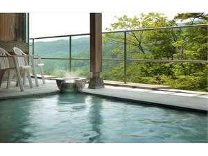 眺めの良い露天風呂お天気によってお湯の色も乳白色からミルクブルーまでと変化します
