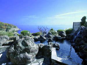 【露天風呂】美しい瀬戸内海を一望できる岩風呂