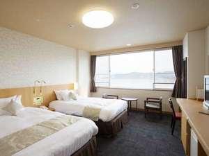 「洋室ツイン」お部屋からは全室琵琶湖が見えます。