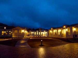 【ホテル・エルファロ】夕暮れ時の敷地内