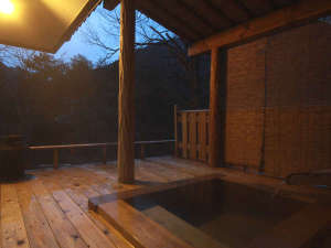 【離れ】檜風呂&露天風呂の特別室  自然を感じながら、ゆっくり温泉をお楽しみください