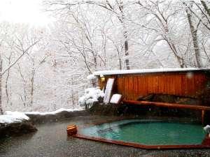 【源泉かけ流し】雪化粧の露天風呂