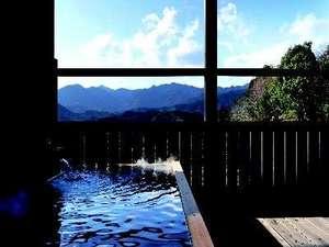 熊野の山景が一望できる客室露天風呂