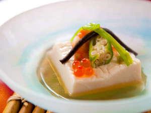 【御先付】嶺岡豆腐、敷美味餡掛け、海老芝煮