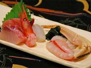 蟹コースのスタートは、生の醍醐味・蟹刺しから。ジューシーさが自慢です。