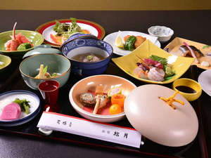 *お夕食一例/京都丹後で採れた食材を活かした旬の味覚が勢揃い。上品な味わいに心癒されるひと時を。