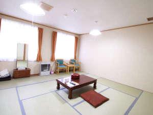*【部屋/12畳】四季折々の自然の変化を楽しみながら、心地よい時間をお過ごし頂けます。