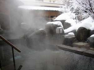 【庭園露天風呂】冬の露天風呂 情緒豊かな冬景色をお楽しみください。