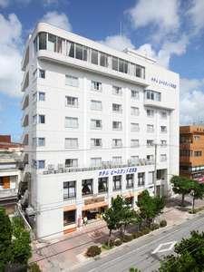 石垣島の繁華街「美崎町」の真中に位置する便利なホテル!