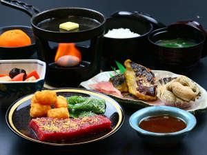 - 夕食一例 - 旬の幸を食材に使用し、日替わりのメニューとしてご提供いたします♪