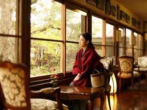 【館内廊下】日常の喧騒から離れ、静かな時間が流れる菊屋で癒しの時間をお過ごし下さい。