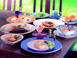 厳選食材を使用したコース料理 一例。県外からのリピーターも多い特製ディナーをお召し上がりください