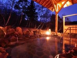 ■PM6:00の露天風呂■雄大な山々にしずむ夕焼けを見たり、夜には満天の夜空に流れ星を探したり。