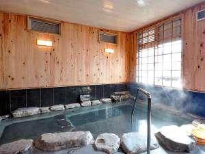 ■内湯■2015年12月に大浴場をリニューアルしました。ヒノキの香りが漂い、旅の疲を癒してくれます。