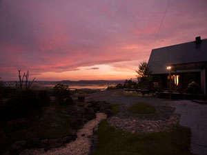 晴れた日の夕刻は幻想的な夕焼けを見ることができます。
