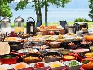 【朝食】和洋ブッフェ 比内地鶏の卵やりんごを使ったメニュー、郷土料理を揃えております。