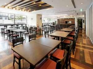 朝食会場(毎朝6:30~10:00)