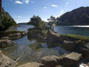 入り江を望む絶景露天風呂です♪