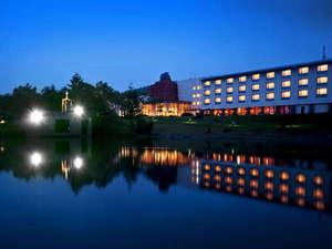 インディゴブルーに染まる清里高原ホテル
