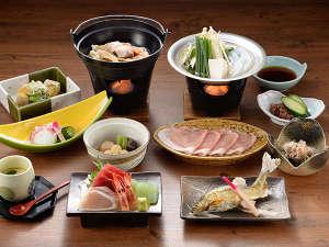 【夕食の一例】季節ごと旬の味覚を存分に取り入れた、彩り豊かな上州和食膳をご用意いたします。