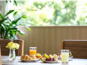 朝食会場(緑の窓際)