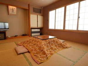 【和室10畳 一例】冬季はこたつでぽっかぽか♪お部屋でゆっくりお寛ぎいただけます